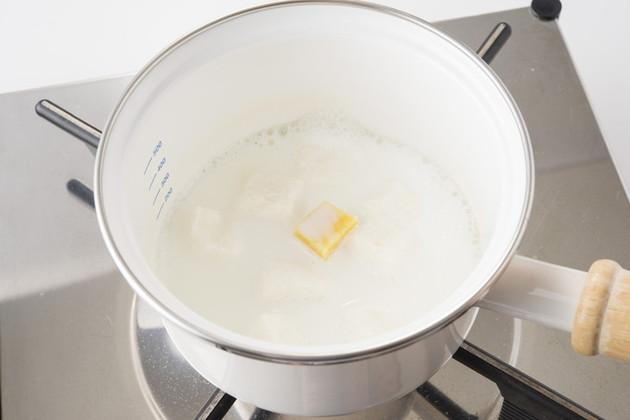 Đun mềm khoai lang, bánh mì và sữa