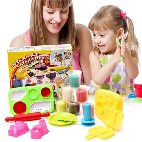 trò chơi nặn đất sét cho bé 2 tuổi giúp phát triển trí thông minh