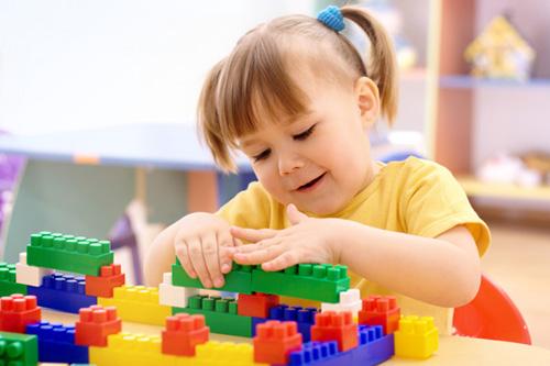 15 trò chơi cho bé 2 tuổi giúp phát triển trí thông minh