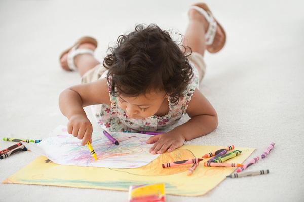 Vẽ là cách giúp bé phát triển óc sáng tạo hiệu quả