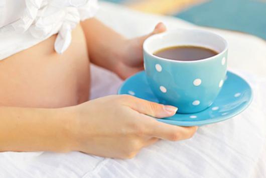 Mẹ bầu không nên uống nhiều trà đặc, coca