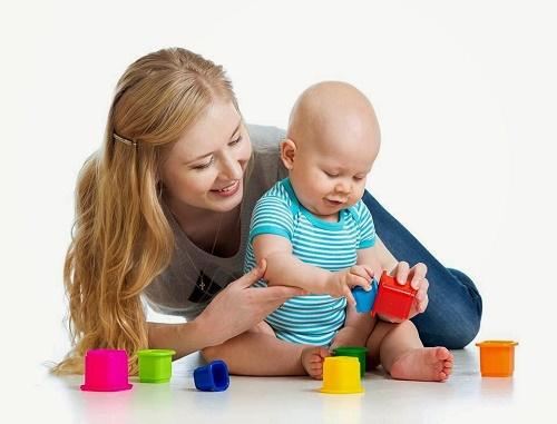 Trò chơi cho trẻ 6 tháng tuổi