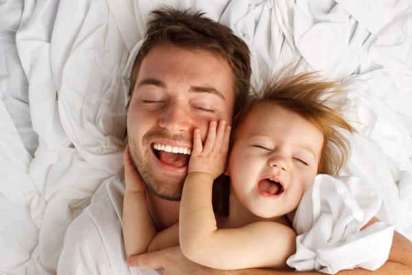 """Trẻ """"ngủ ngày cày đêm"""" bạn phải làm sao? (P2)"""