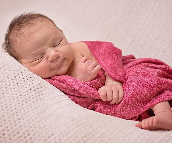 15 dấu hiệu đặc biệt của trẻ sơ sinh chứng tỏ bé phát triển bình thường