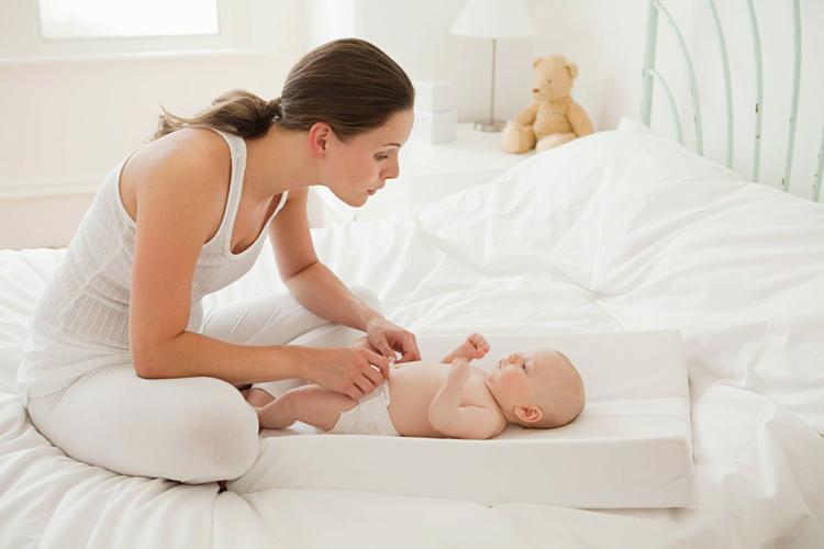 Trẻ sơ sinh sau bao lâu thì rụng rốn và cách chăm sóc như thế nào?