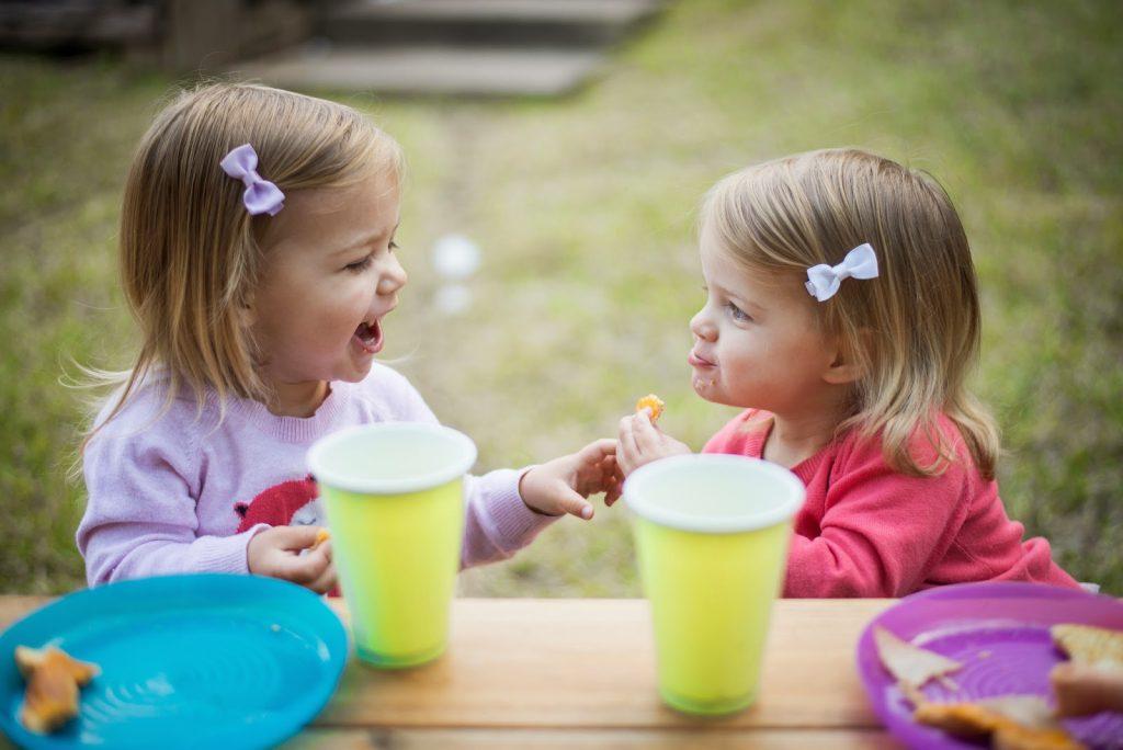 """Đây là lý do bạn nên dạy cho con mình 2 từ """" chia sẻ """""""