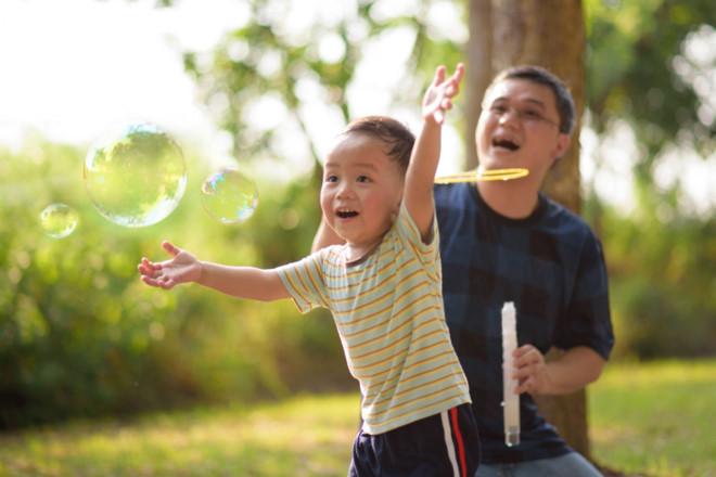 Ở cạnh bố thường xuyên giúp trẻ tăng chỉ số IQ tốt hơn