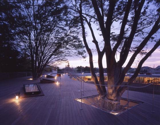 Phong cảnh trường mầm non Nhật Bản vào ban đêm