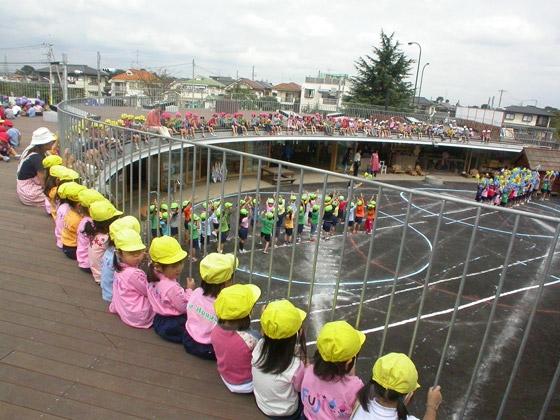 Người Nhật dạy con: Phải có vấp ngã, trầy xước thì trẻ mới tồn tại trong thế giới này được