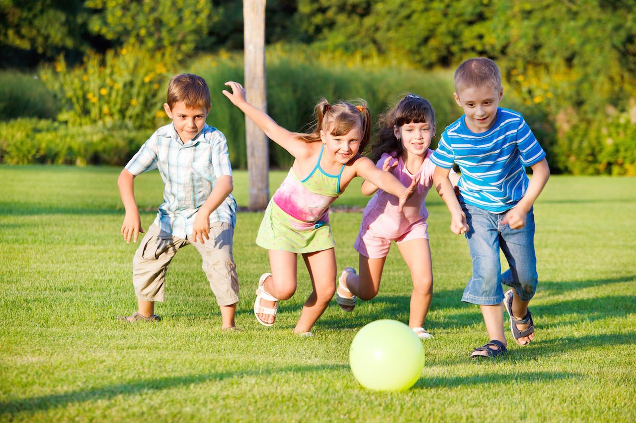 Những trò chơi tương tác với bóng giúp bé phát triển trí thông minh
