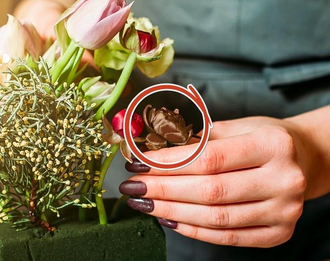 Mẹo cắm hoa giúp giữ hoa tươi lâu mà không bị tàn, úa, bốc mùi.