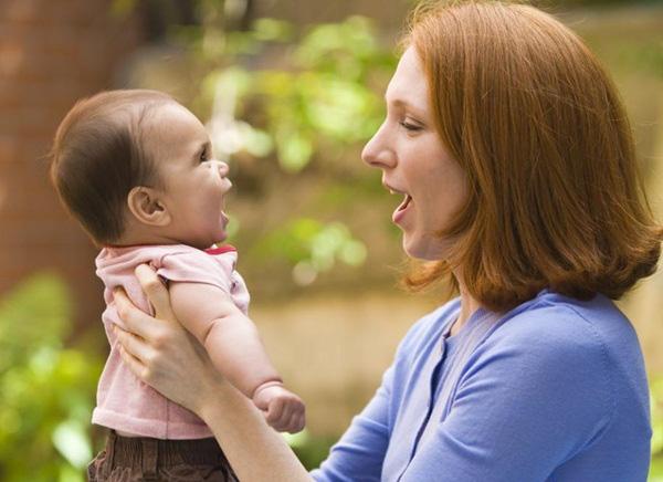 Tại sao nói chuyện với trẻ lại quan trọng?