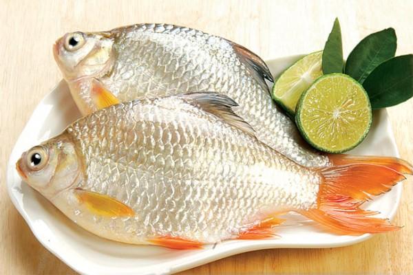 Mẹo làm sạch mùi tanh của cá khi chế biến món ăn cho bé