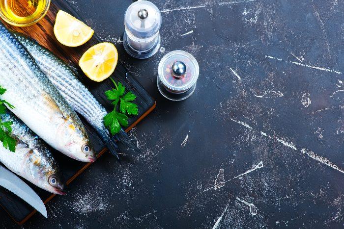 làm sạch mùi tanh của cá cho mẹ khi chế biến