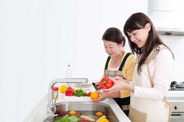 10 Tip để mẹ chồng luôn thương yêu bạn