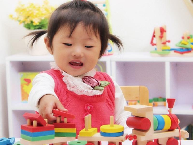 Trò chơi phát triển vận động cho trẻ dưới 12 tháng tuổi