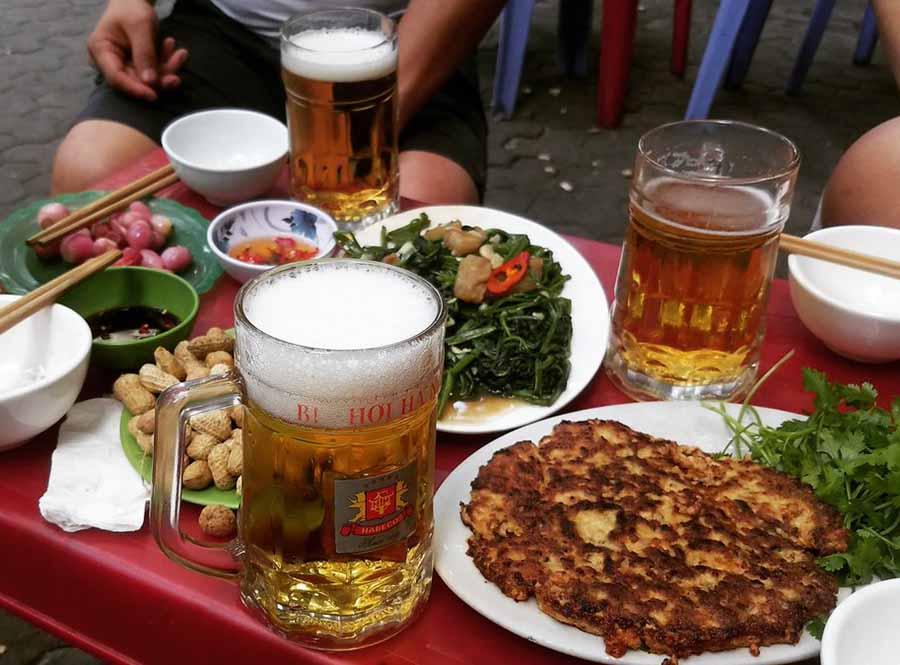 Các món ăn cùng bia hơi khá giản dị