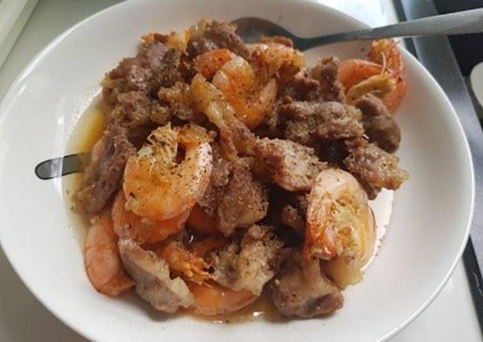 Thực đơn cho mẹ sau sinh với món thịt rim tôm