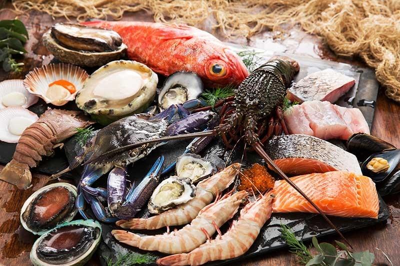 Cá, hải sản cung cấp nguồn đạm dồi dào cho mẹ sau sinh