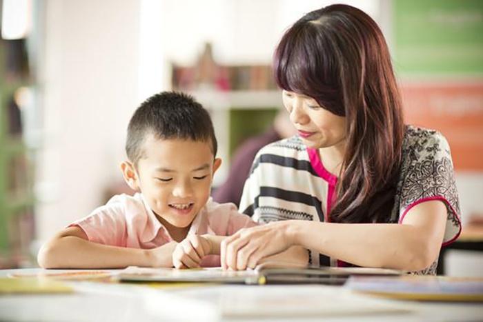 Bố mẹ cần có phương pháp khuyến khích bé học tiếng Anh hợp lí
