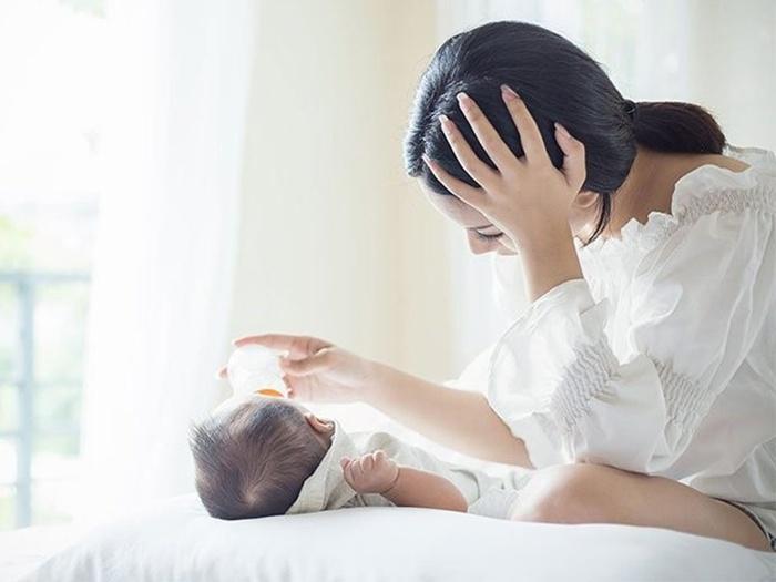 Trầm cảm sau sinh thường bắt đầu từ 3 tuần đầu sau sinh