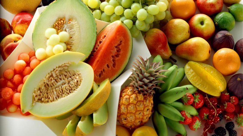 Mẹ sau sinh ăn nhiều hoa quả rất tốt cho cơ thể.