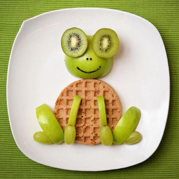Hình chú ếch đơn giản từ bánh quế,
