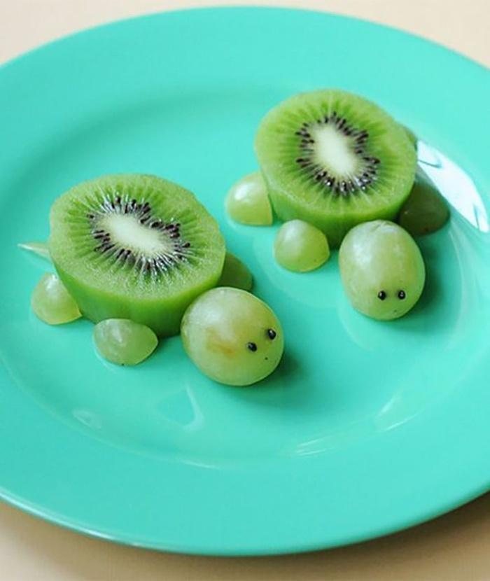 Trang trí chú rùa đáng yêu với nho và kiwi
