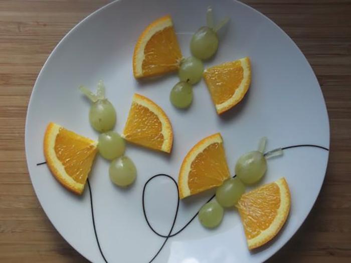 Tạo hình bướm từ nho và cam