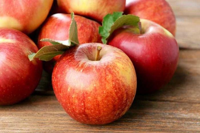 Phụ nữ sau sinh nên ăn hoa quả gì? Táo chứa nhiều vitamin rất tốt cho phụ nữ sau sinh