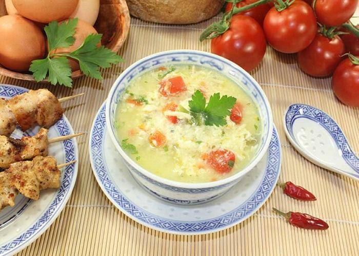 Cháo trứng gà cho bé nấu với cà chua