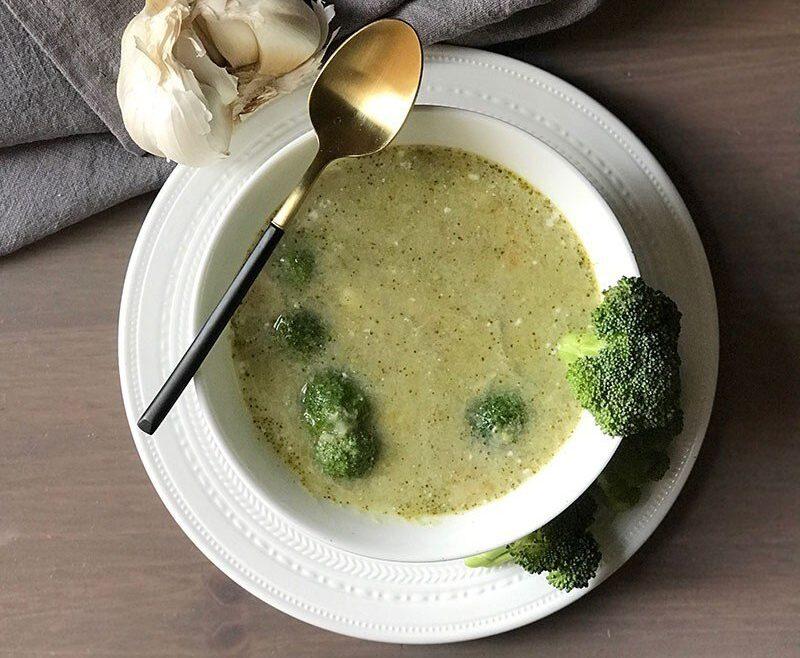 Cháo cá lóc nấu với khoai tây và bông cải xanh