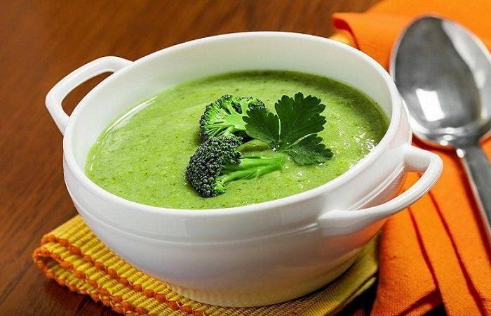Cháo gan gà cho bé nấu với súp lơ xanh, phô mai