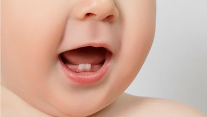 Độ tuổi nào trẻ bị sốt mọc răng