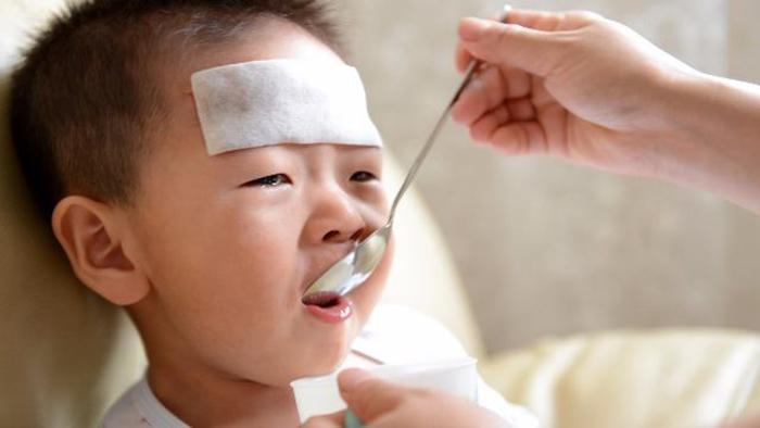 Trẻ bị sốt nên ăn gì?