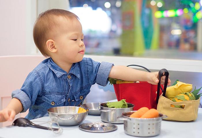 Trẻ 18 tháng tuổi cần dinh dưỡng như thế nào để phát triển?